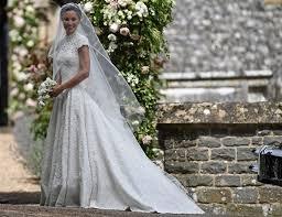 Gli abiti raccontano – Bienno riscopre la magia dei matrimoni di ogni tempo